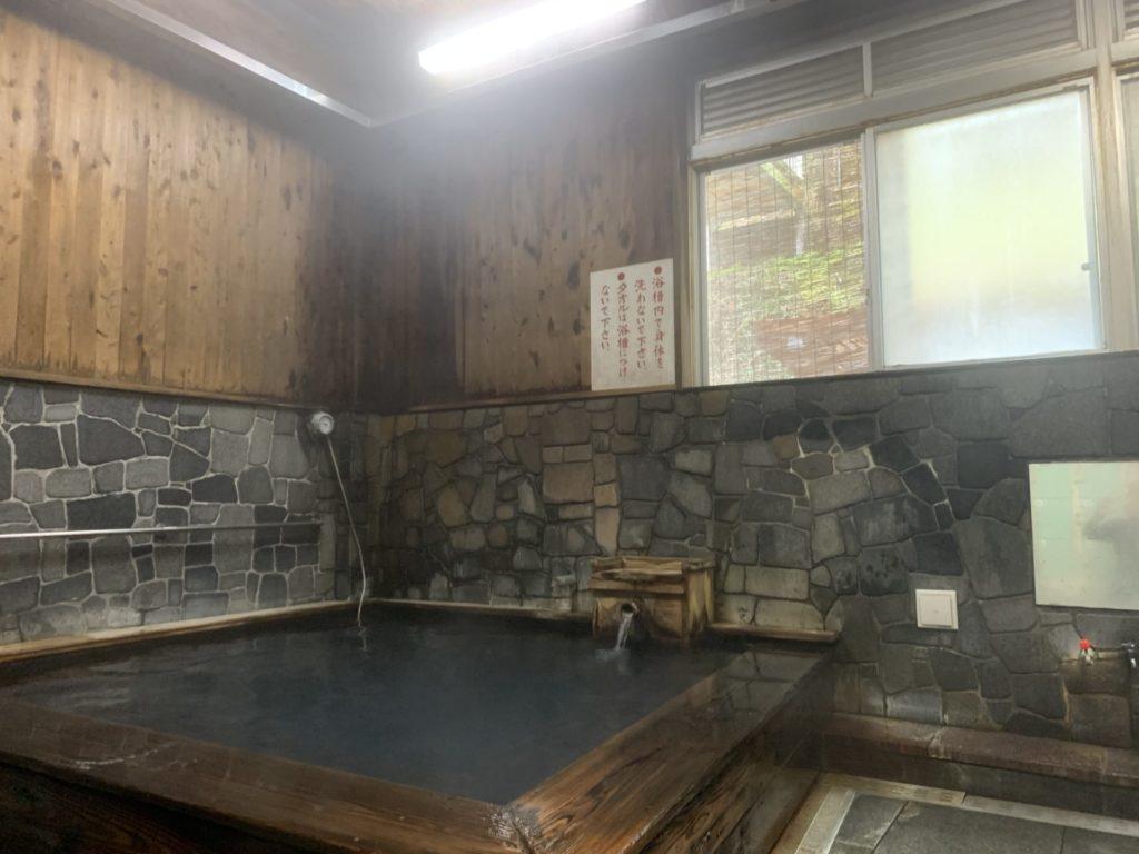 湯の峰公衆浴場1