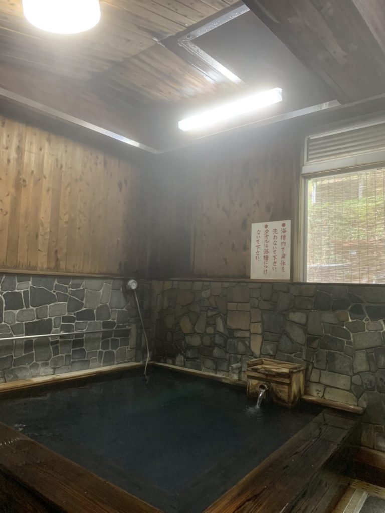 湯の峰公衆浴場3
